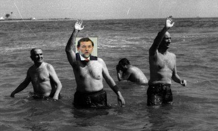 Rajoy se baña en Palomares y Fraga en Fukushima