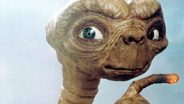 El dedo de Pedro E.T. señala la Luna de la corrupción