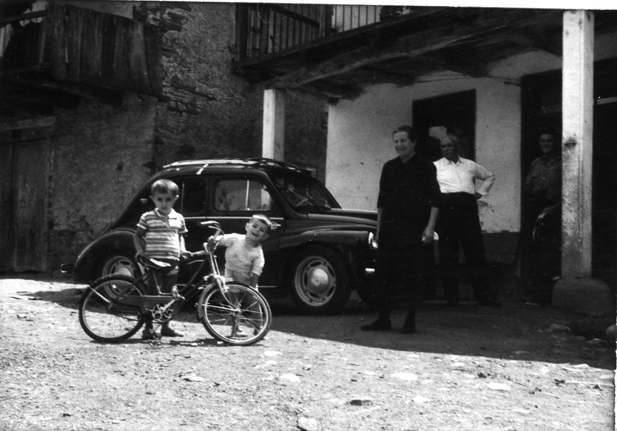 Album_familia_abuelos años 60-grises