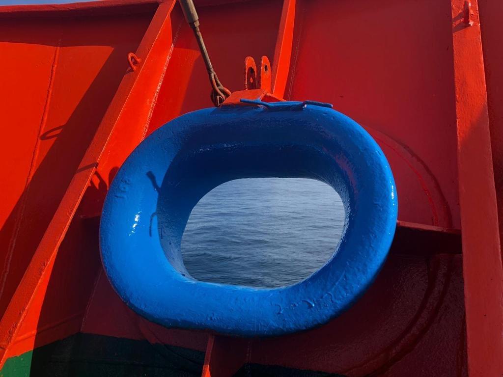 Alavante Hesperides pintado de azul al cruzar el Circulo Polar foto Armada Española