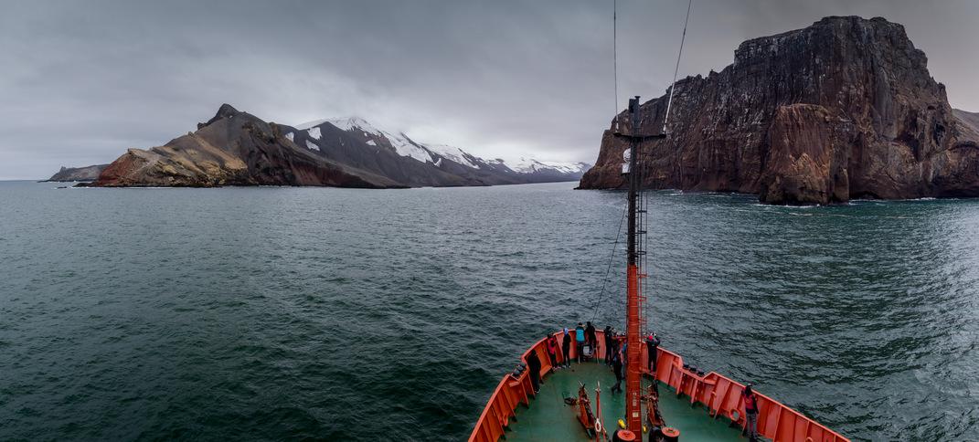 D01_Entrada a Isla Decepcion por los Fuelles de Neptuno