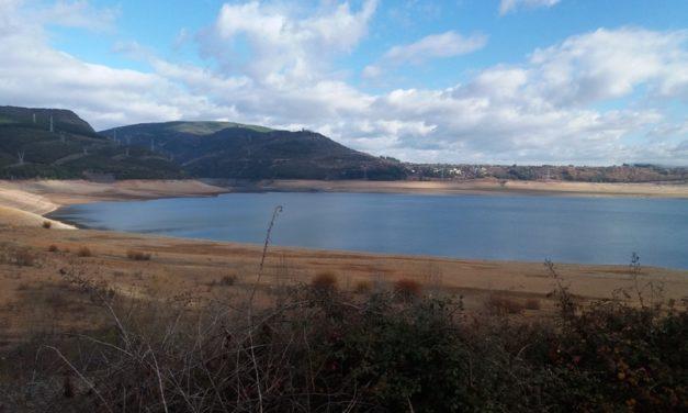El agua del pantano de Bárcena no se toca