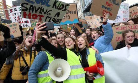 Frente a los corruptos: huelga estudiantil por el clima